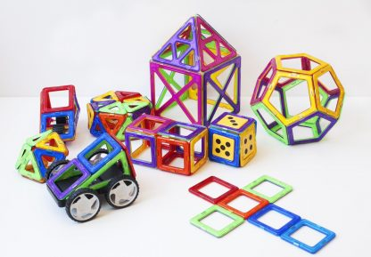 Magplayer innehåller 208 brickori 12 olika geometriska former.